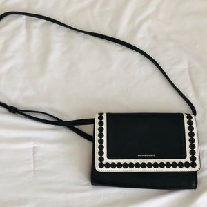 Micheal Kors Black and white messenger snap purse